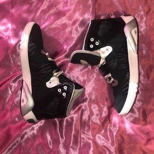 RARE FIND!!!! Women's Adidas Roundhouse Mid